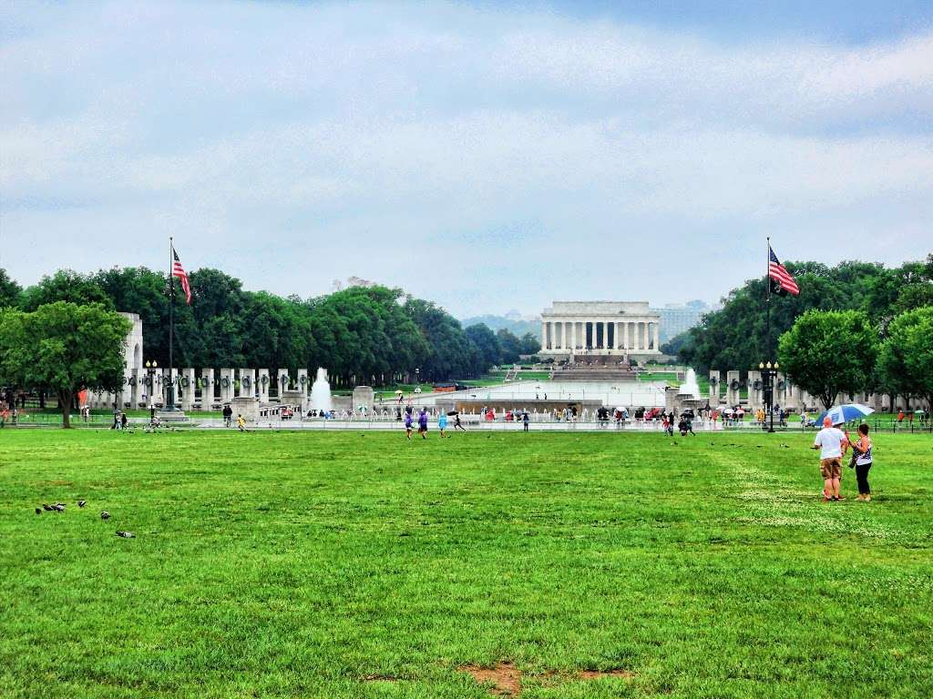 Image result for PHOTOS OF LINCOLN MEMORIAL PARK WASHINGTON DC